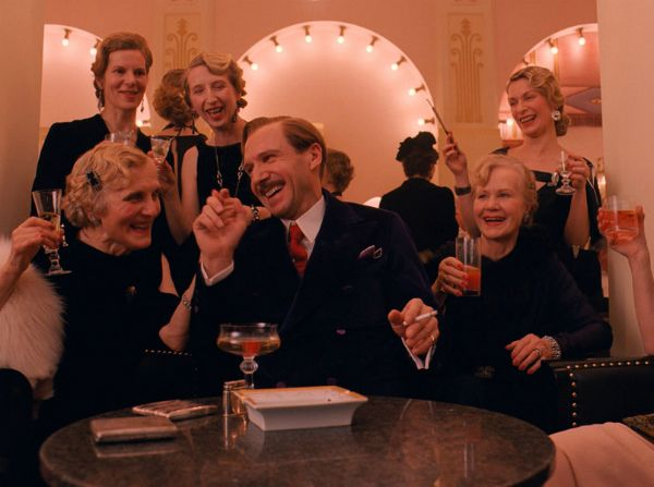 http://www.filmweb.pl/film/Grand+Budapest+Hotel-2014-661817/photos/474878