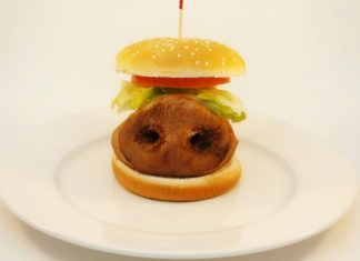 Hamburger z nosem świni w środku