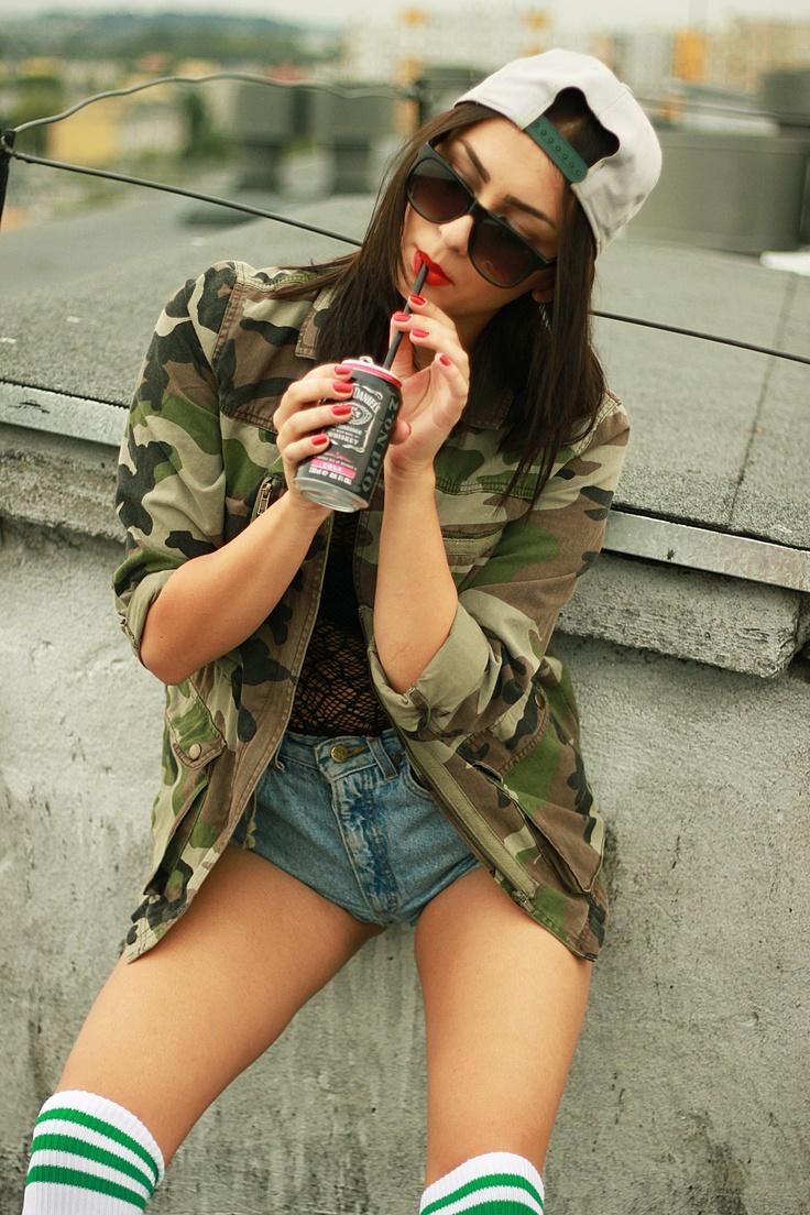 Snapback dziewczyna Hiro kamuflaż i Jack Daniels