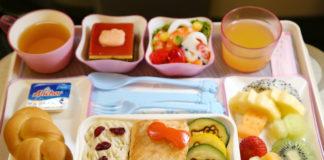Posiłek podany w samolocie