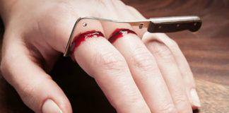 Pierścionek na dwa palce wyglądający jak wbity nóż