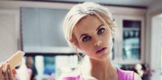 Dziewczyna, która wygląda jak lalka Barbie