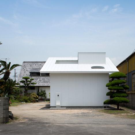 Courtyard-in-Kudamatsu-by-Container-Design_dezeen_468_0