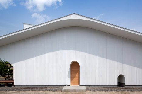 Courtyard-in-Kudamatsu-by-Container-Design_dezeen_468_1