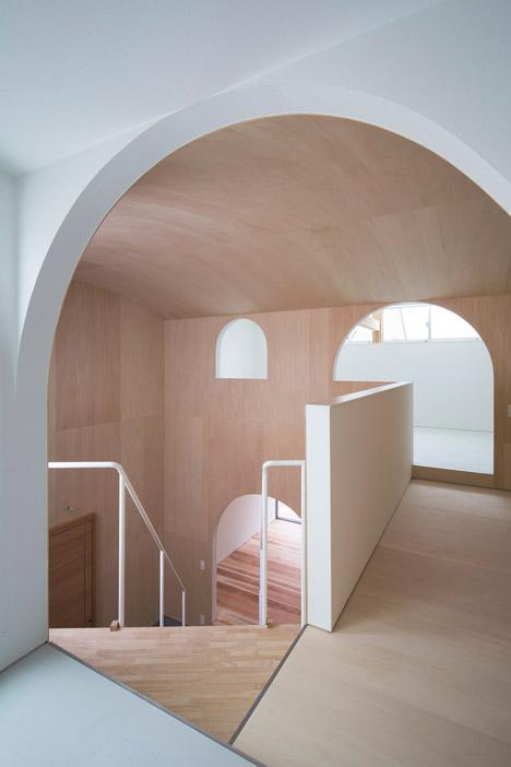 Courtyard-in-Kudamatsu-by-Container-Design_dezeen_468_10