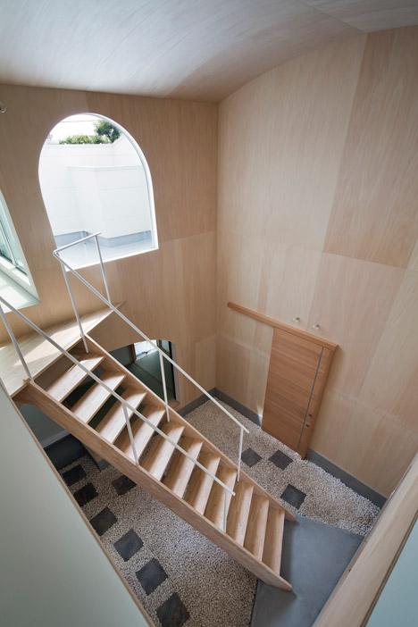 Courtyard-in-Kudamatsu-by-Container-Design_dezeen_468_12