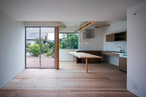 Courtyard-in-Kudamatsu-by-Container-Design_dezeen_468_7