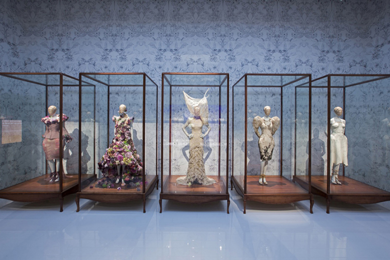 a-look-inside-the-opening-of-alexander-mcqueen-savage-beauty-10