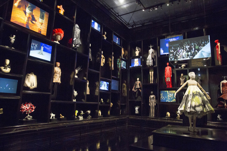 a-look-inside-the-opening-of-alexander-mcqueen-savage-beauty-7