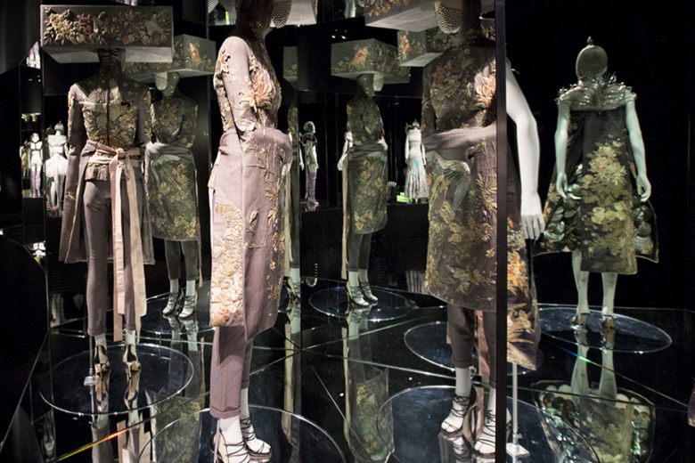 a-look-inside-the-opening-of-alexander-mcqueen-savage-beauty-8