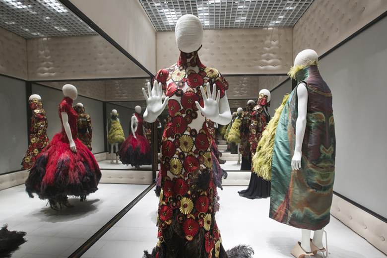 a-look-inside-the-opening-of-alexander-mcqueen-savage-beauty-9