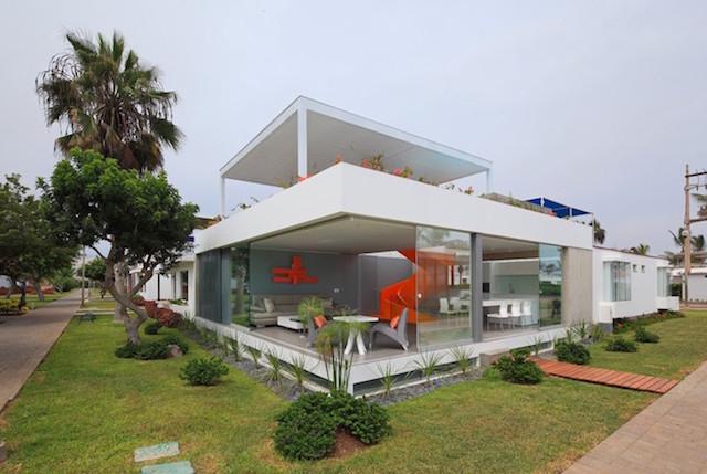 Flashy-Orange-Staircase-in-Modern-Home-12