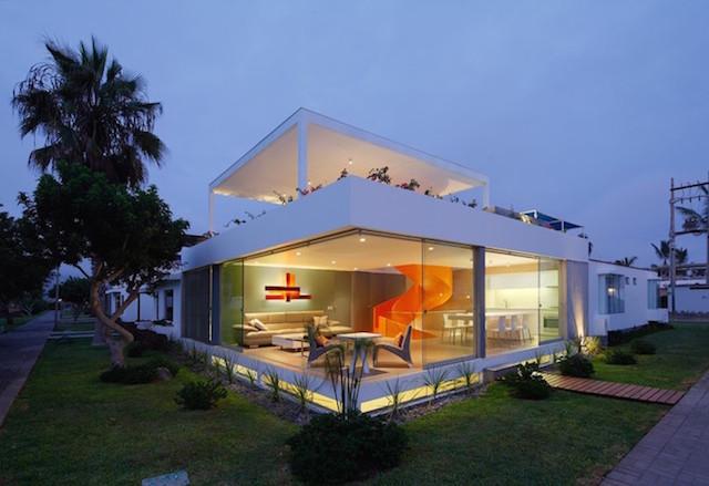Flashy-Orange-Staircase-in-Modern-Home-13