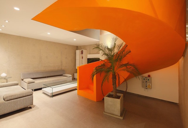 Flashy-Orange-Staircase-in-Modern-Home-5