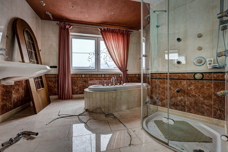 check-out-the-worlds-greatest-abandoned-hotels-3