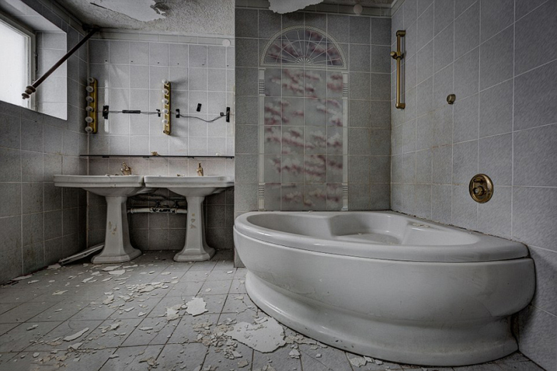 check-out-the-worlds-greatest-abandoned-hotels-9