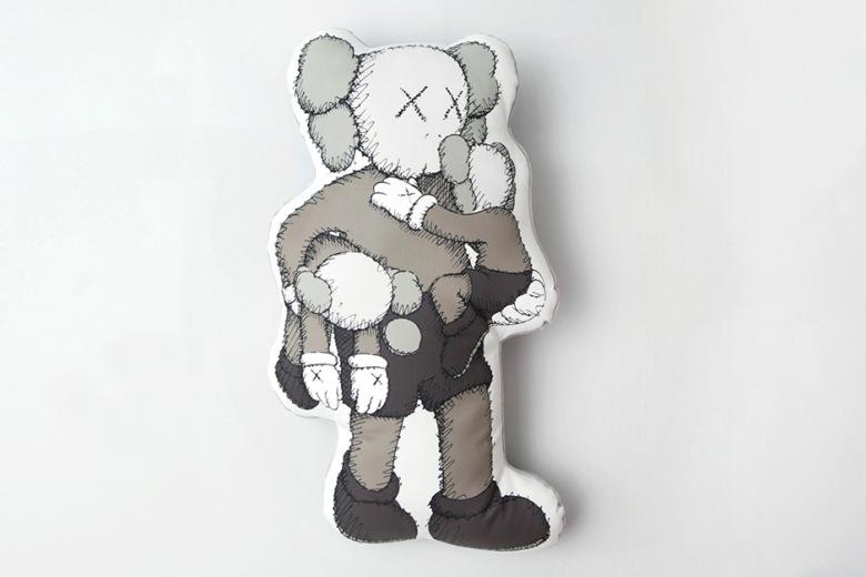 kaws-clean-slate-shanghai-times-square-limited-edition-mini-plush-dolls-5