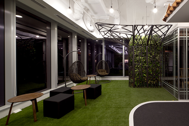 take-a-look-inside-booking-coms-singapore-office-by-sca-design-5
