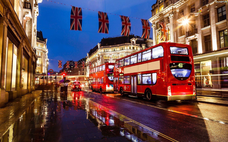 anglia-autobus-ulica-londyn