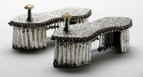 Wedding-toe-knob-paduka-1800s-India-V-and-A-Shoes-Pleasure-and-Pain-exhibition_dezeen_468_0