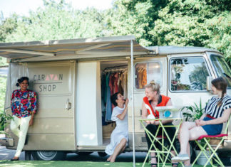 camper z ciuchami i dziewczyny
