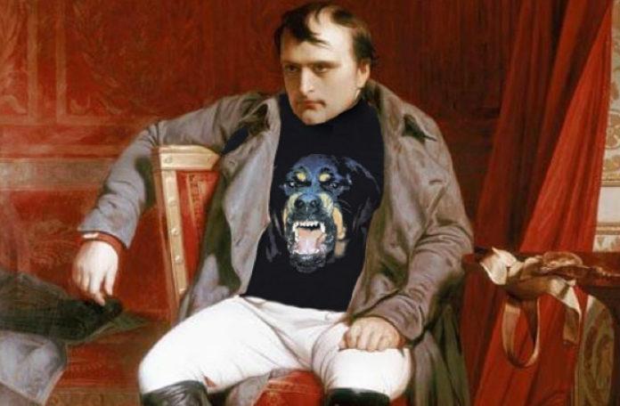 Obraz Napoleona ubranego w bluze z psem