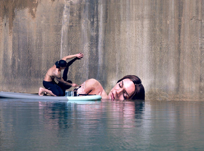 xWIP1-Hula-Painting-Artist-Surfboard-2-1227x910.jpg.pagespeed.ic_.Evvm_lB2ON
