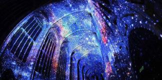 Wnętrze kościoła z gwiezdnym motywem