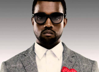 Czarnoskóry mężczyzna ubrany w garnitur i okulary przeciwsłoneczne