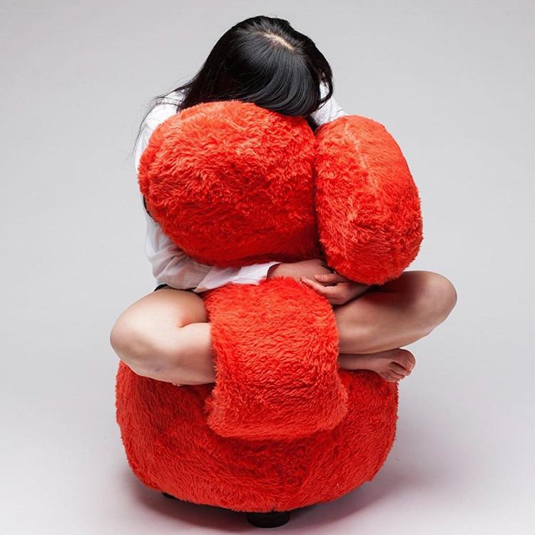 free hug sofa 2
