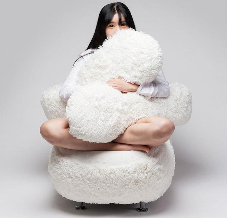 free hug sofa1