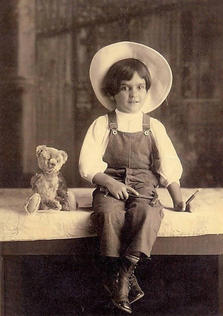 frida-kahlo-kapelusz-zabawka