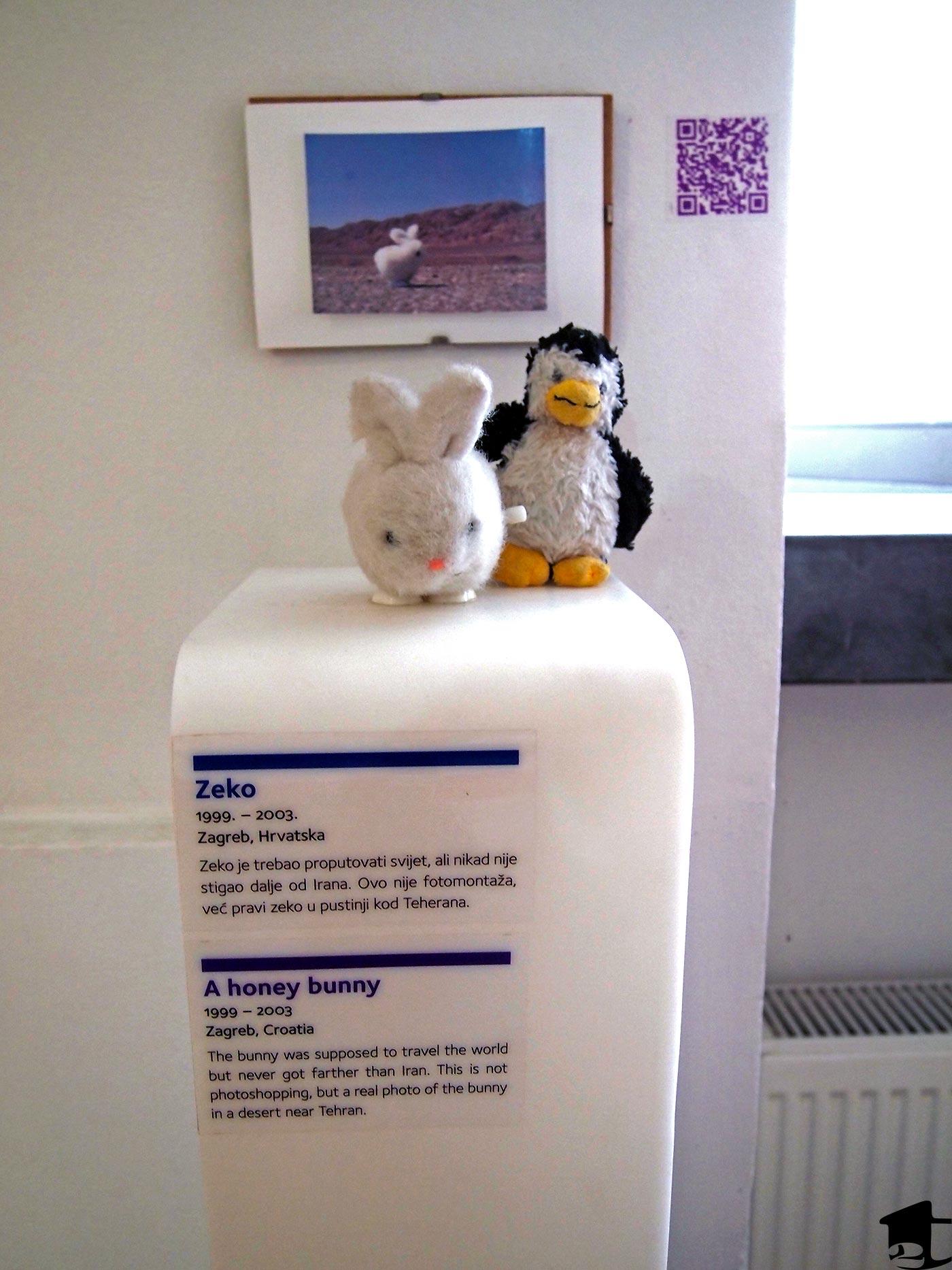 pluszowy królik i pingwin