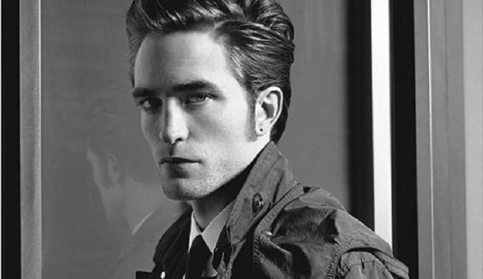 czarno-białe zdjęcie aktora w płaszczu
