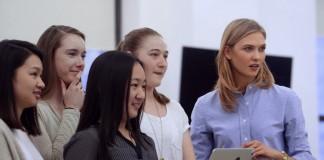 dziewczyny uczące się kodowania i Karlie Kloss