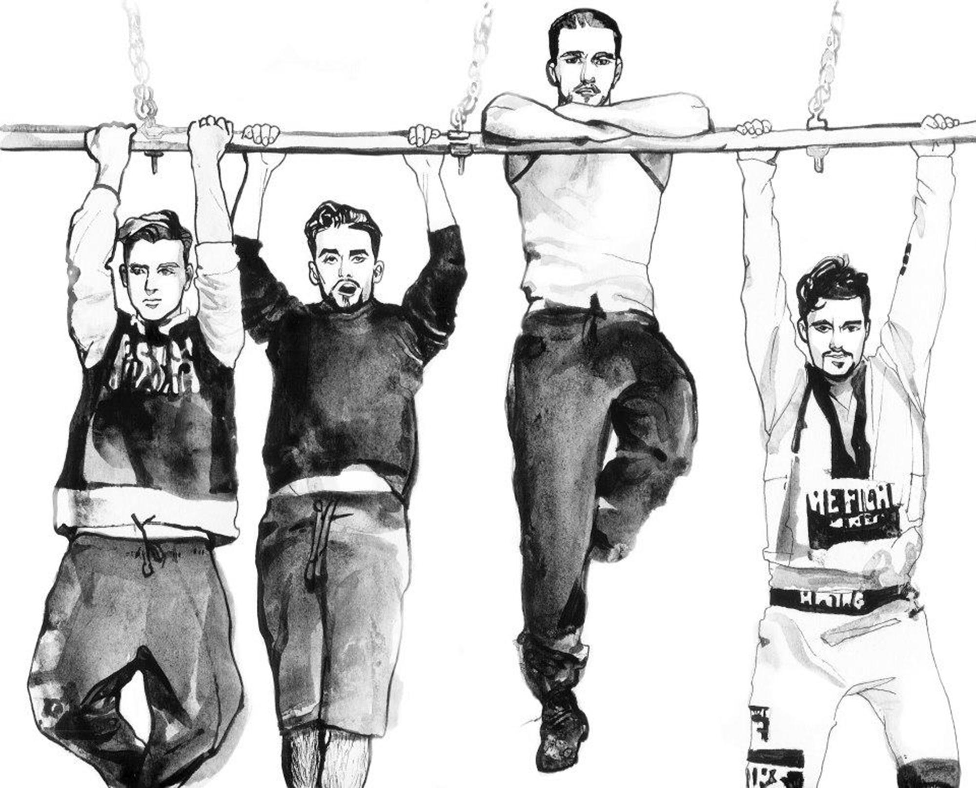 czterech mężczyzn na drążku w koszulkach i spodniach