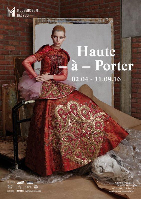 plakat wystawy haute-a-porter z Olą Rudnicką w czerwonej sukni
