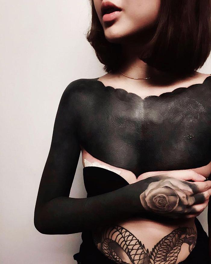 blackout tatuaże kobieta