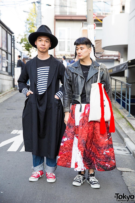 Przykład mieszania stylów w Azji - spódnica, ramoneska, dziwne buty i kapelusz