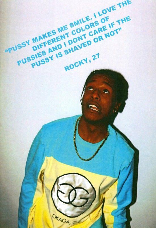 czarnoskóry raper w niebieskiej bluzie i z łańcuchem