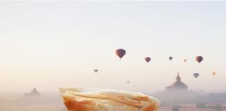 Pierożek Puff, na tle gór oraz balonów, zdjęcie zostało wykonane w Myammar