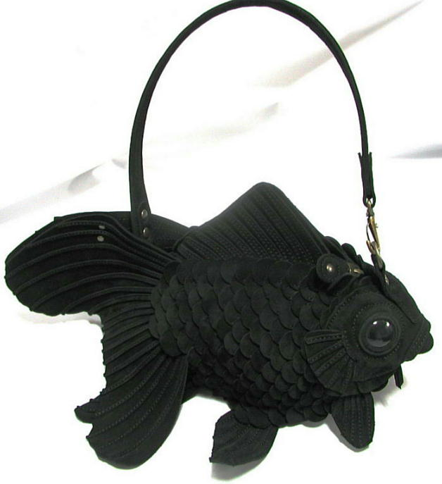 torba w kształcie czarnej ryby