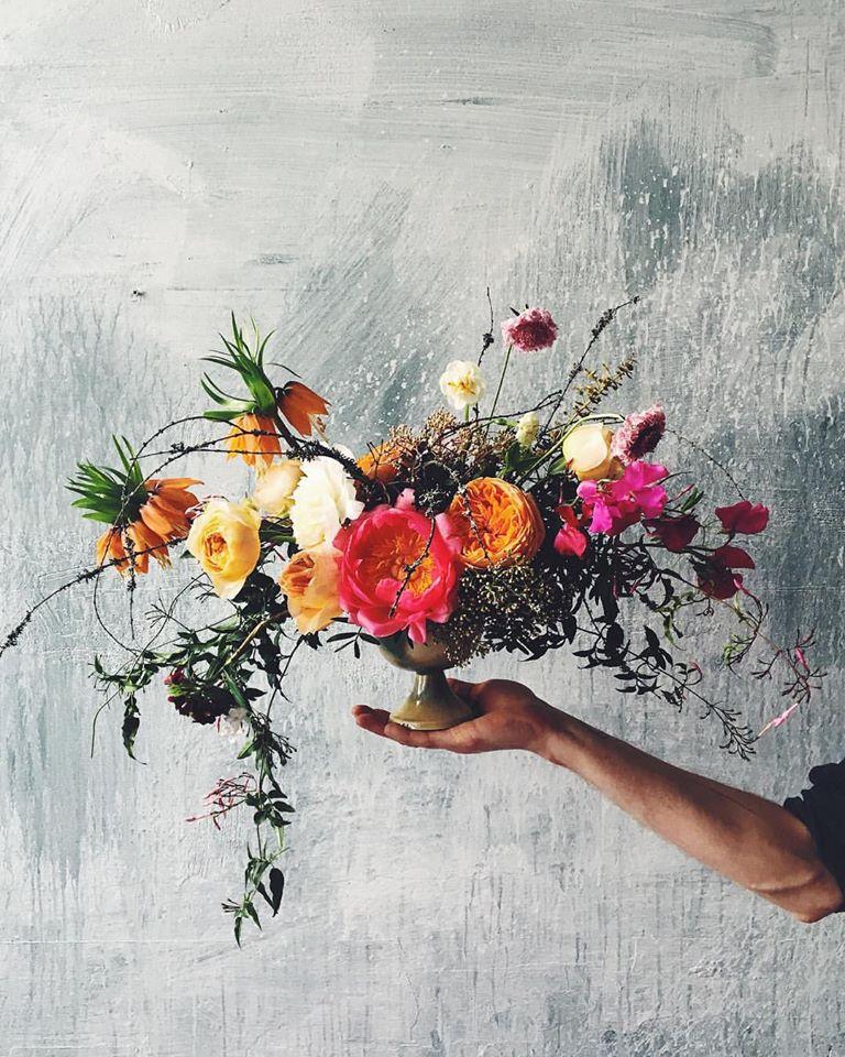 asymetryczny bukiet kwiatów