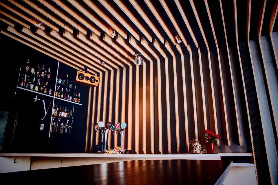wnętrze baru pozytywy, studio nagrań