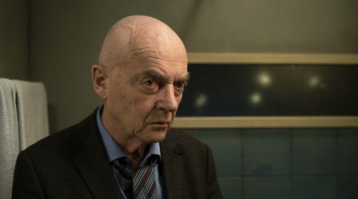 kadr z filmu Pycha, aktor grający główną rolę, starszy łysy mężczyzna