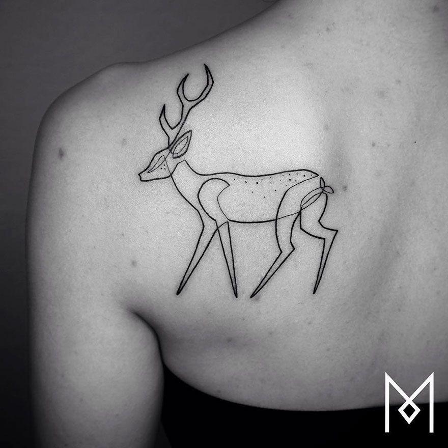 tatuaż wykonany jedną linią przedstawiający jelenia