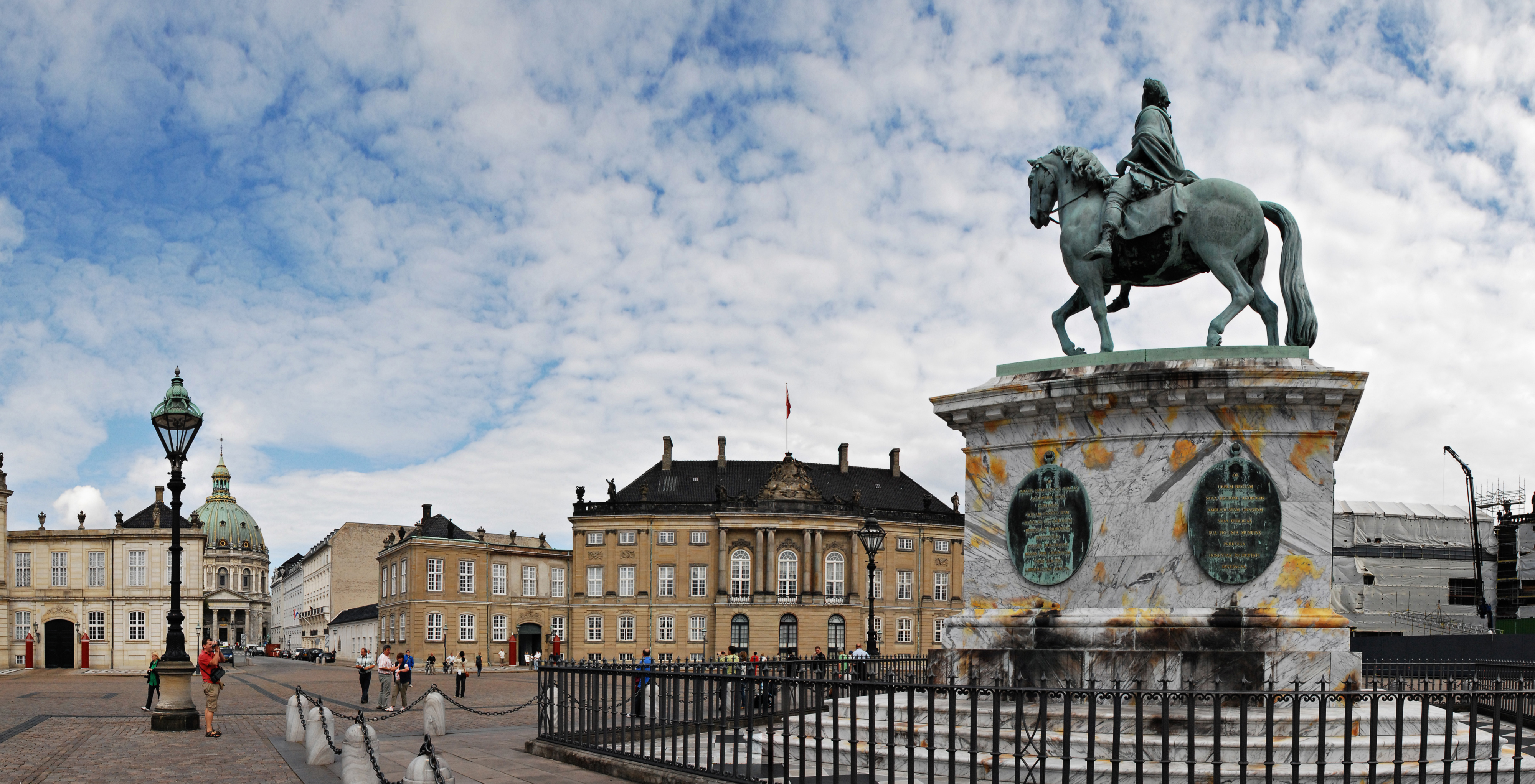 Pomnik w Amalienborg w Kopenhadze