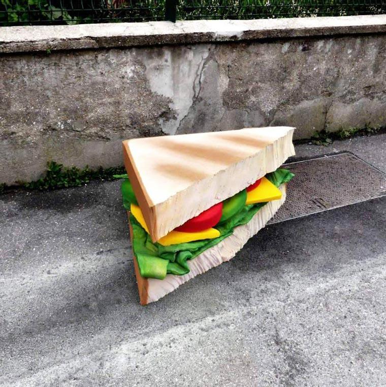 trójkątna kanapka z materaca