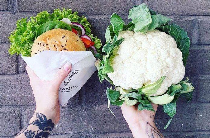 Burger wegański i kalafior