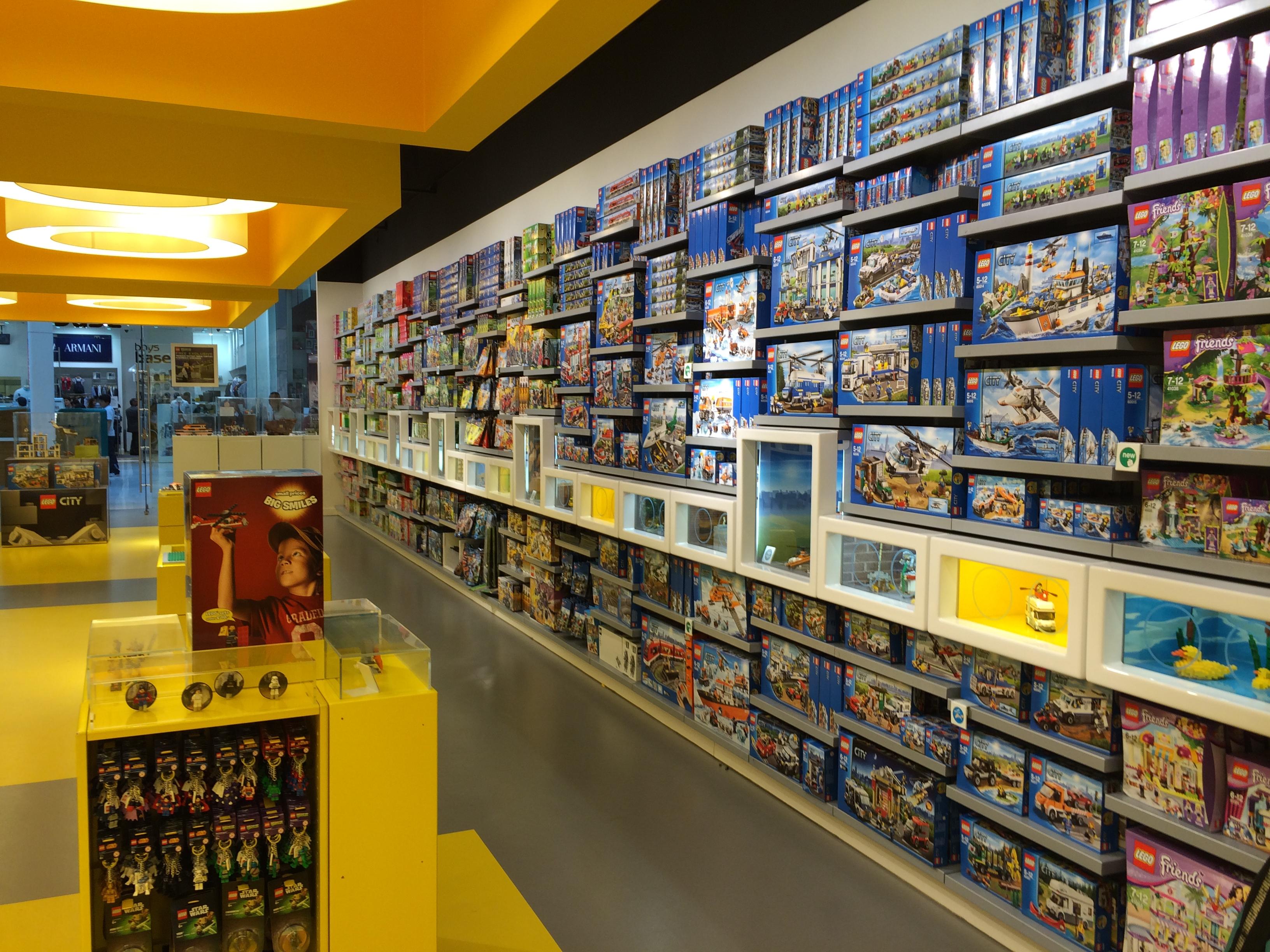 Wnętrze sklepu z klockami LEGO